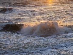 Brandung / Surf (schreibtnix on'n off) Tags: sea sun travelling nature netherlands reflections reisen meer waves natur structures breakers sonne niederlande wellen brandung spiegelungen callantsoog struktures olympuse5 schreibtnix