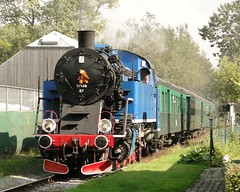 CFV3V Steamlocomotive N Tkt 48 87 with a tourist train entering the station of Nismes. (Franky De Witte - Ferroequinologist) Tags: de eisenbahn railway estrada chemin fer spoorwegen ferrocarril ferro ferrovia