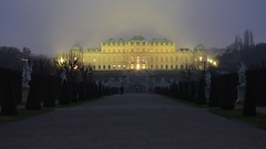 Nebbia serale al Belvedere (mttdlp) Tags: vienna wien fog belvedere nebbia d3200