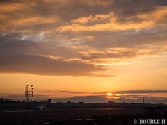Itami Sky Park 2017.1.1 (8) Osaka/Itami Airport with first sunrise of the year (double-h) Tags: omdem10markii mzuikodigitaled1442mmf3556ez rjoo itm osakaairport itamiairport 大阪空港 伊丹空港 airplane 飛行機 伊丹スカイパーク itamiskypark