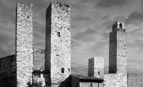 "Torres legendarias / Faros, minaretes, campanarios, rascacielos • <a style=""font-size:0.8em;"" href=""http://www.flickr.com/photos/30735181@N00/32493404066/"" target=""_blank"">View on Flickr</a>"