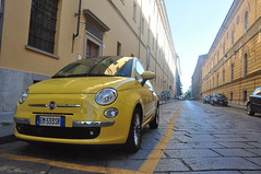 DSC_0452 (mesdixths) Tags: auto car yellow jaune torino fiat amarillo gelb giallo coche carro geel turin  italie araba sar    cotxe     d90