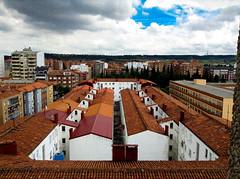 Geometría leonesa (Arrëtez la Musique) Tags: españa buildings spain edificios geometry león geometría paralelismo paralel