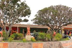 "Jardín de la plazoleta de Ráquira • <a style=""font-size:0.8em;"" href=""http://www.flickr.com/photos/78328875@N05/23402516699/"" target=""_blank"">View on Flickr</a>"