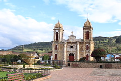"Iglesia y fuente de Tibasosa • <a style=""font-size:0.8em;"" href=""http://www.flickr.com/photos/78328875@N05/23793638765/"" target=""_blank"">View on Flickr</a>"
