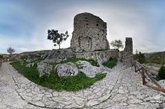 Resti del castello di Rocca San Felice (Avellino).