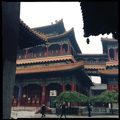 Wanfuge (nefasth) Tags: templedeyonghe templedeslamas lamaserieyonghe yonghegong 雍和宫 yonghetemple yonghelamasery lamatemple pékin beijing chine china 中國 hipstamatic 北京