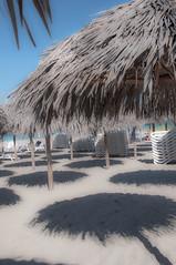 Schattenpunkte (Nihil Baxter007) Tags: schatten punkte karibik strand beach sonne sun sonnenschirm schirme points sand