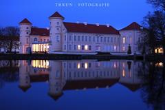 Schloß Rheinsberg (Pinky0173) Tags: schlos rheinsberg castle berlin bluehour blauestunde canon eos1dsmarkiii wasser spiegelung reflexion licht light thrunfotografiedepinky0173