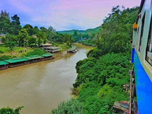 Train de la mort surplombant la rivière Kwaï