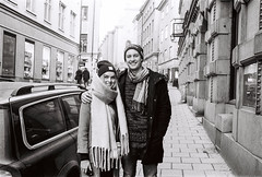 Agla & Axel (Pezti) Tags: leicam3 leica35mmf2leitzsummicron leica film bw blackandwhite 35mm gamlastan stockholm scandinavia people axelzaccardo aglasólpétursdóttir kodaktmax400