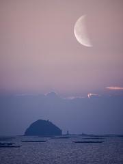 (t*tomorrow) Tags: panasonic lumix gx8 100400mm 海 錦海湾 瀬戸内海 多重露光 月 多重露出