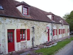 Maison d'hôtes, France (JPC24M) Tags: house facade pump façade flowerbox habitation logement pompe jardinière chienassis