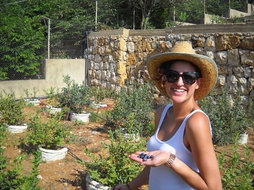 Hoda picking Berries e Aug 2, 2014
