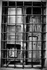Cierra ventanas (Bob Stolen (robelx)) Tags: door old windows espaa de la spain puerta madera ancient pueblo ventanas puebla viejo teruel antiguo clasico the aragn valverde