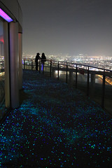 Floating Garden Observatory (Donoteherase) Tags: city sky japan night canon eos couple shiny lovers observatory walkway osaka stary nuit japon ville chemin amoureux 6d observatoire brillant toil