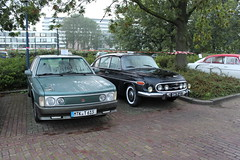 1993 Tatra 613 IV and 1970 Tatra 603 (Davydutchy) Tags: auto haven holland car port river harbor rotterdam automobile czech harbour rally rear n engine nederland meeting september bil vehicle annual maas shipping hafen paysbas tidal v8 waterway tatra niederlande fleuve nieuwewaterweg 603 aircooled rivier scheepvaart etherlands 2015 pkw 613 trn t613 automobiel t603 flus heckmotor scheur herbsttreffen chromka najaarsmeeting