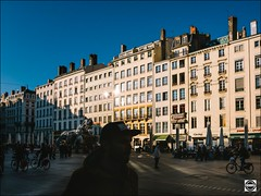 Sunlight place des Terreaux (nobru2607) Tags: lyon 28mm streetphotography ricoh grd3 grdiii