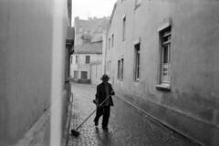 AE014a (Grudnick) Tags: derstrasenkehrer streetsweeper wet rain cold germany film bonn deutschland