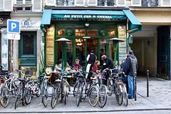 Le Marais Paris (FaceMePLS) Tags: parijs frankrijk frankreich lafrance facemepls nikond5500 straatfotografie streetphotography café thé lait melk thee koffie bierre bier fietsenrek