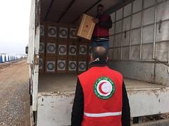 توزيع المساعدات الغذائية والاغاثية للعوائل داخل المدن المحررة في الموصل (جمعية الهلال الاحمر العراق) Tags: موصل نينوى