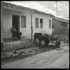 Lunch Break (*altglas*) Tags: mediumformat mittelformat 6x6 120 film analog expired expiredfilm orwonp20 bw monochrome zeiss superikonta 53316 cuba viñales