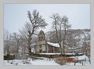 Cae la nieve - Iglesia de Santa Marina - Orallo (León)