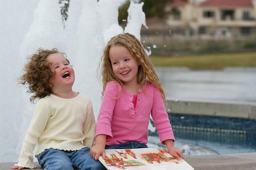 フリー写真素材, 人物, 子供, 少女・女の子, 笑顔・スマイル, 兄弟・姉妹, アメリカ人,
