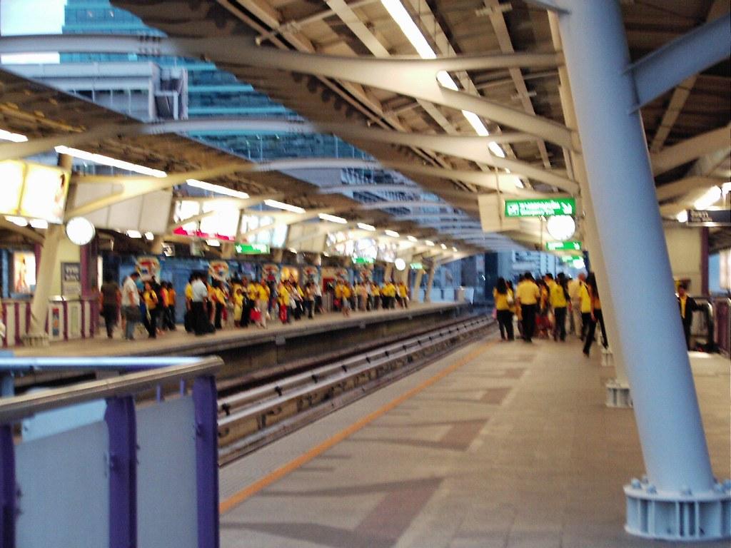 Bangkok - the town of yellow shirts