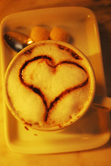 Lets do it, lets fall in love ! (Paula Marina) Tags: love coffee caf heart amor corao coleporter xcara diadosnamorados 12dejunho happyvalentinesday coffeeandlove paulamarina