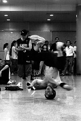 using his head (tropicalrips) Tags: break dancer headspin