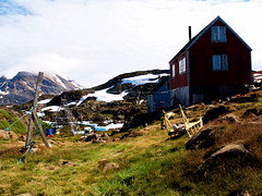 House in Kulusuk (wili_hybrid) Tags: summer geotagged photo yahoo flickr photos north picture july pic 2006 arctic greenland wikipedia summertime nordic scandinavia northern geotag scandinavian kulusuk year2006