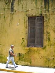 Humedad (Amiguiz) Tags: man building window walking mexico ventana edificio amarillo veracruz caminando xalapa seor moho humedad