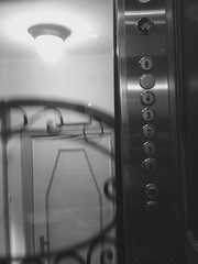 (ceeciiliab) Tags: vintage belgium ascensor belgica