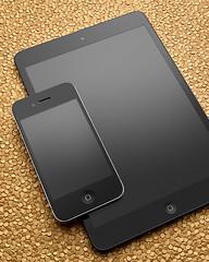 Apple Gold (Joshua Geiger) Tags: stilllife apple mobile digital mediumformat gold tech screen device commercial wireless gadget product sprint att verizon