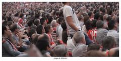 Aupa el Athletic (Jabi Artaraz) Tags: bilbao público zb camiseta fútbol leones sanmames afición rojiblanco athleticdebilbao euskoflickr jartaraz