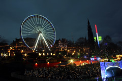 Edinburgh christmas 2016. (boneytongue) Tags: christmas wheel fun lights navidad big market go fair gifts german round rides merry feliz crowds stalls frhliche natalizie