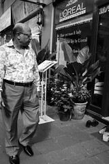 L'Oreal Man, Sukhumvit 13, Bangkok (tord_remme) Tags: candid sukhumvit bangkok thailand asia bw noiretblanc street streetphotography fujinon fujifilm xt2 23mm streetphotographer documentary apsc