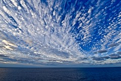 Early morning in the Caribbean Sea (bigtomzero) Tags: cloud sky beauty blue horizon sailing gloaming