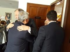 Abrazo de Alejandro Ordóñez y Hernán Andrade