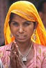 il senso di uno sguardo (mat56.) Tags: ritratto river portraits portrait donna woman india rajasthan asia sguardo look ragazza girl mani hands antonio romei mat56