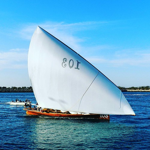 Traditional UAE Racing Boat at Abu Dhabi Corniche  #AbuDhabi #AbuDhabiCorniche #boatrace #Dhow #Yacht #lifeofadventure #UAE