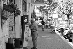 Grattaevinci (brunifia) Tags: street monocromo strada streetphotography streetlife biancoenero grattaevinci lestradeinbianconero visionidomenicali
