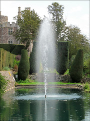 Lily Pond and Fountain (pefkosmad) Tags: uk england castle water fountain berkeley pond lily gloucestershire swimmingpool berkeleycastle