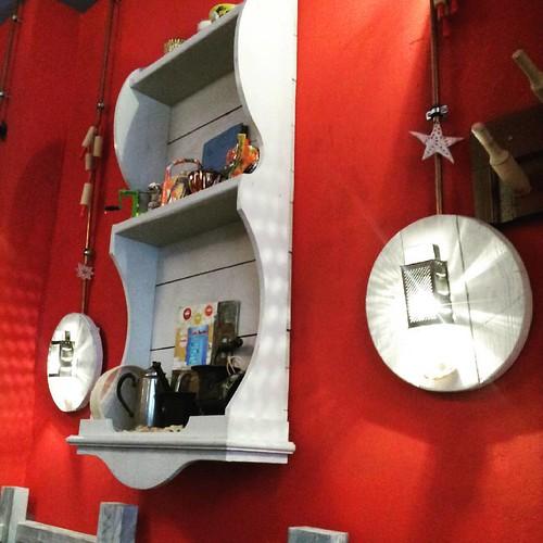 дуже сподобався інтер'єр кав'ярні Львівські Пляцки. enjiying interior of caffe Lvivski Plyatsky.
