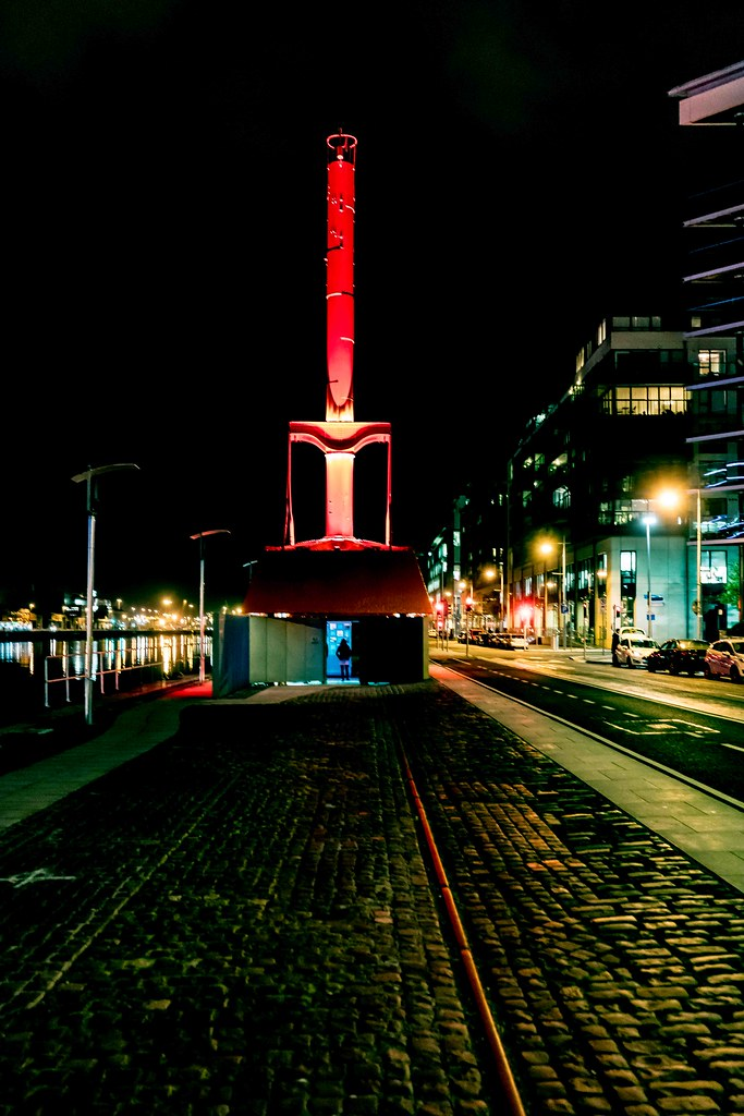 DUBLIN PORT DIVING BELL [AT NIGHT]-109127
