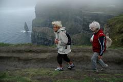 Nelle Cliffs of Moher (1) (Parto Domani) Tags: sea irish cliff woman mer see mar donna mujer women mare femme cliffs donne frau turismo mujeres  moher femmes irlandese irlanda turisti frauen scogliere turista turism scogliera turistic turist      turists