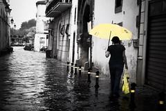 Sotto la pioggia (santagatapaolo) Tags: canon ombrello pioggia capua cityscape