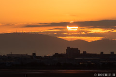 Itami Sky Park 2017.1.1 (7) after the first sunrise of New Year (double-h) Tags: eos6d ef300mmf28lisiiusm rjoo itm osakaairport itamiairport 大阪空港 伊丹空港 airplane 飛行機 伊丹スカイパーク itamiskypark mtikoma ikomayama sunrise