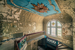 14 / 2017 (the-black-swan) Tags: urban urbex abandoned exploration verlassen verfallen vergessen old past place places lost decay hdr forgotten sony architektur indoor gebäude geometrisch decayed derelict marode fineart art architecture alpha decke zimmerdecke room ceiling stuck stucco a99ii a99 treppe treppenhaus treppen stairs staircase stair villa